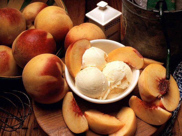 Мороженое и персики